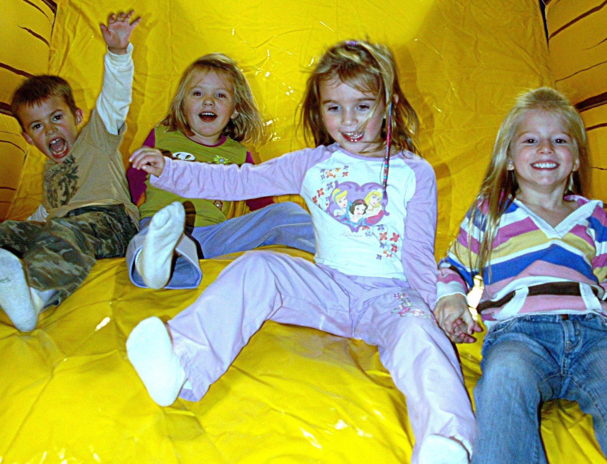 funflateables Sliding 4 kids e1500903862898