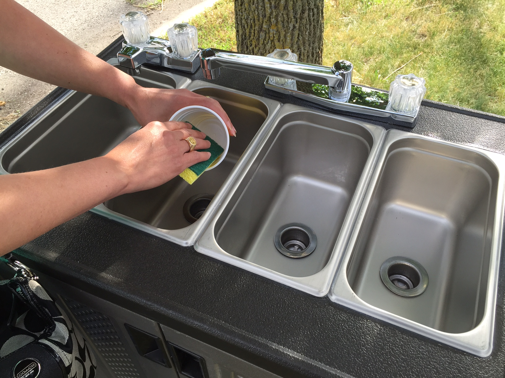 portable sinks for food trucks and outdoor food vendors
