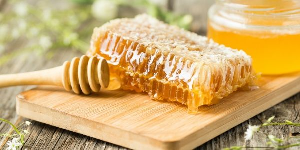 Four Ways That Raw Honey Can Benefit Your Skin