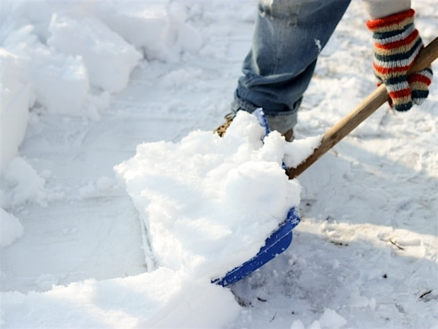 proper snow shoveling tips to save seniors from heart attack